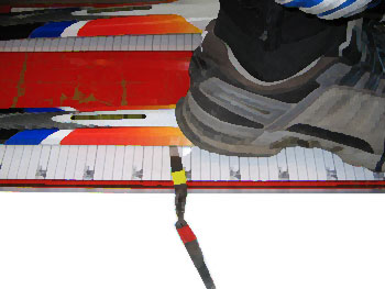 щуп доходит до 3-5 см за пятку ботинка