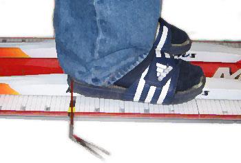 щуп доходит до пятки ботинка